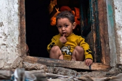 Bimbo affacciato alla finestra, Kargil, Kashmir