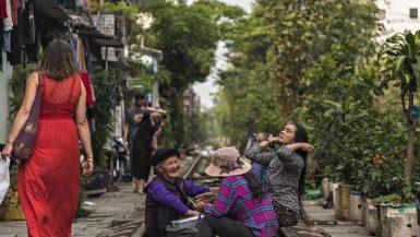 Train street ad Hanoi e la vita sui binari