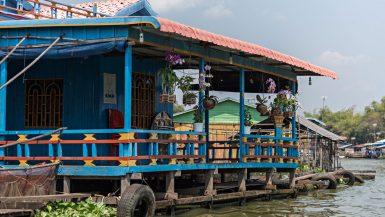 Una tipica abitazione dei villaggi galleggianti sul lago Tonle Sap