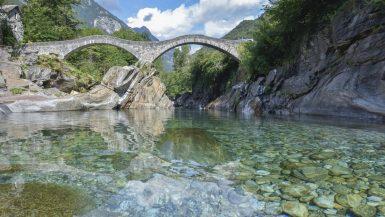 Il famoso ponte romano di Lavertezzo, detto ponte dei salti dalla tipica struttura a due arcate