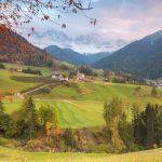 La meravigliosa Val di Funes con i fantastici colori e contrasti autunnali