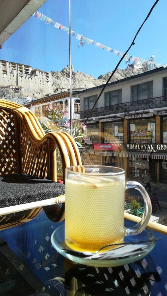 Il tipico ginger lemon honey tea di Leh