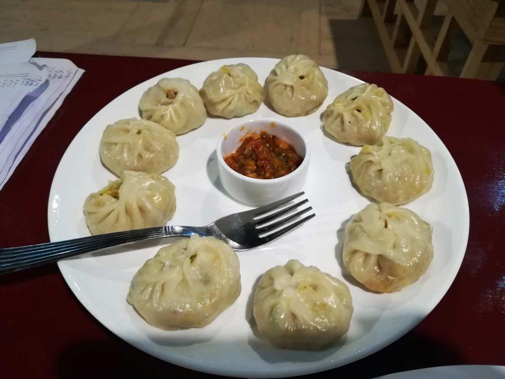 I tipici momo, ravioli locali cotti al vapore o su piastra che potrete assaggiare a Leh