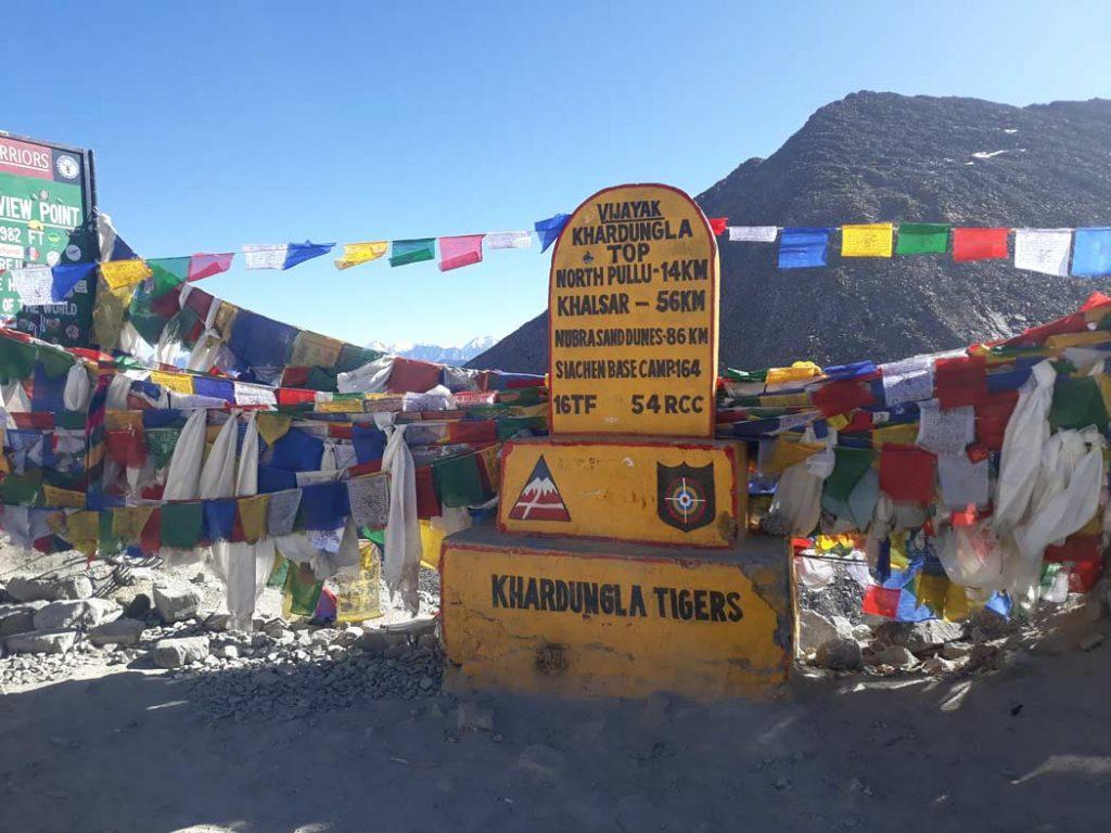 Kardung La pass, la strada carrozzabile più alta del mondo che si trova in Ladakh