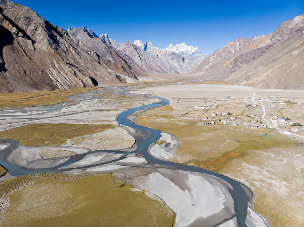 Il piccolo villaggio di Rangdum visto dall'alto, Ladakh