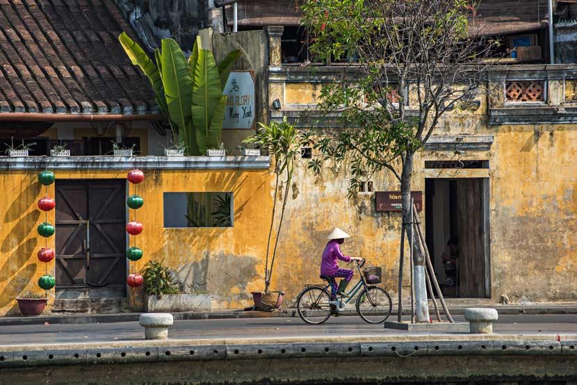 Uno dei tipici edifici color ocra della città vecchia di Hoi An