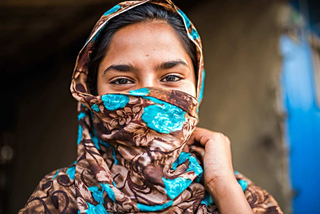 Incontriamo donne locali meravigliose raccolte nei loro abiti colrati, occhi profondi e timidi sorrisi